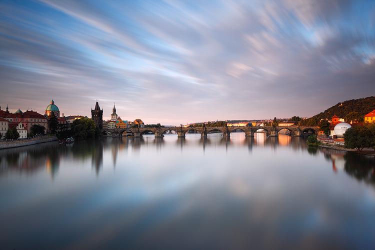 pohled-z-manesova-mostu-na-karluv-most